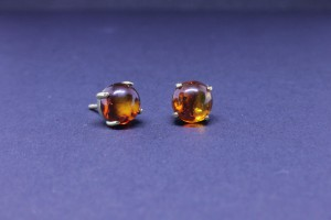 Yellow gold earring with amber