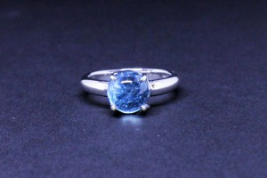 White gold ring with azur tourmaline