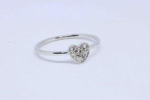 Anello cuore in oro bianco con diamanti