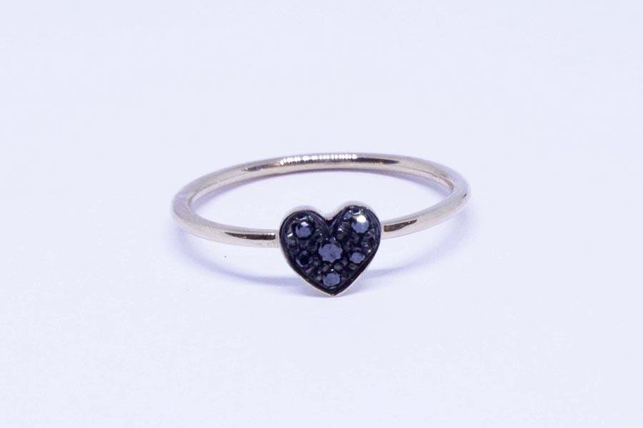 6dc9803ad1f353 Anello cuore in oro rosa con diamanti neri - Aqva & Co. Jewellery ...