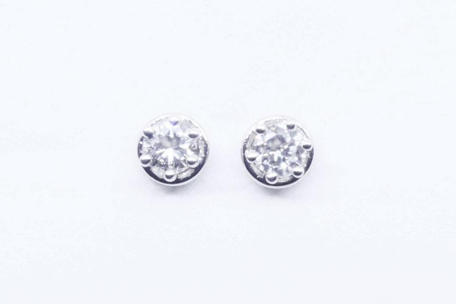 Miglior prezzo vendita all'ingrosso vasta selezione Orecchini punti luce in oro bianco con diamanti