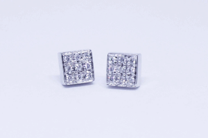 White gold square earrings with diamonds pavé