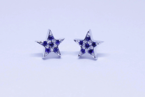 White gold star earrings with zapphires