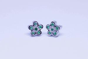 Orecchini fiore in oro bianco con smeraldi