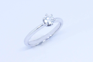 White gold solitaire ring with diamond