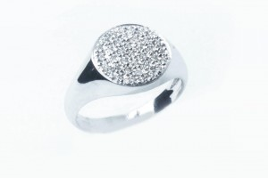 White gold ring with pavè diamonds