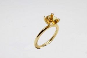 Yellow gold ring with citrin quartz and diamonds
