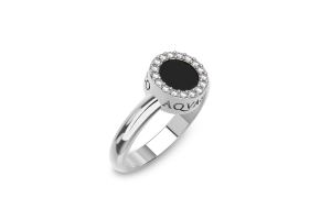 White gold ring with onyx and diamonds