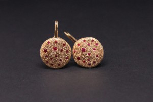 Rose gold earrings with rubies