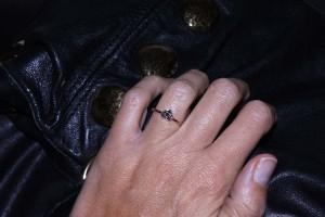 Anello cuore in oro rosa con diamanti neri