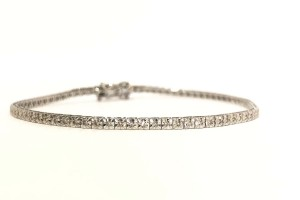 White gold tennis bracelet with diamonds