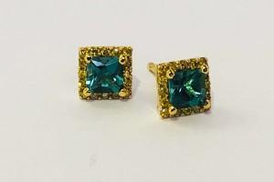 Orecchini in oro giallo con diamanti e tormaline