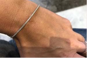 Bracciale rigido in oro bianco con diamanti