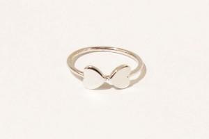 Anello doppio cuore in oro bianco