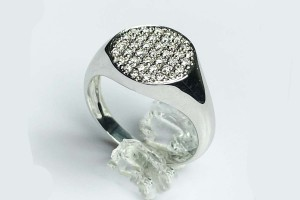 White gold Chevalier ring with pavè diamonds